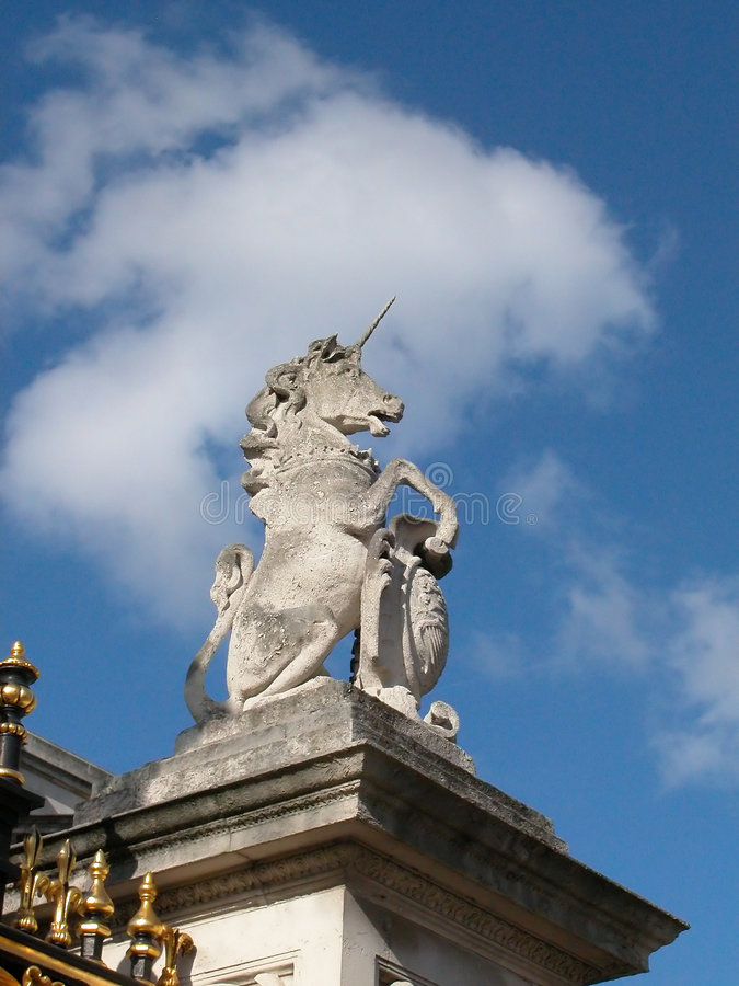 Download Unicórnio nos reis foto de stock. Imagem de azul, cavalo - 68914