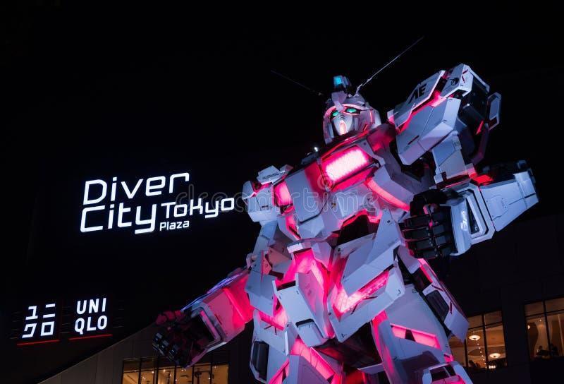 Unicorn Gundam Statue em Odaiba, Tóquio imagens de stock royalty free