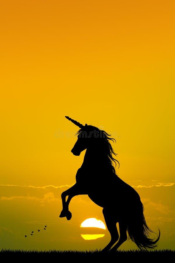 Unicornio en la puesta del sol ilustración del vector