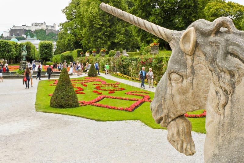 Unicornio y jardines de Mirabell en Sazburg foto de archivo