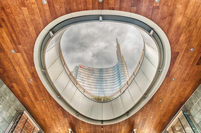Unicredit塔,偶象摩天大楼在米拉财政区  库存图片