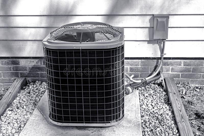 Unidad al aire libre del cambiador del ventilador del acondicionador de aire imagen de archivo libre de regalías