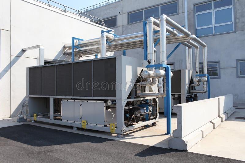 Unidad de aire acondicionado enorme, calefacción central y sistema de enfriamiento c imágenes de archivo libres de regalías