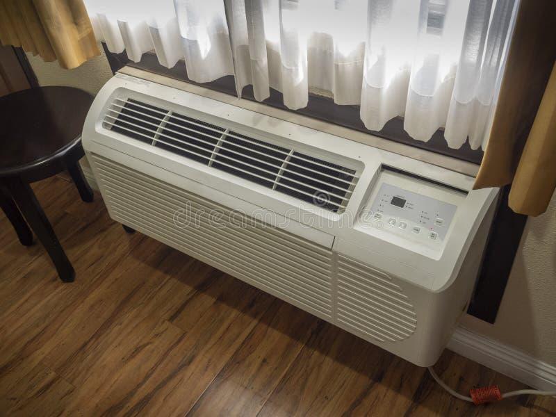 Unidad de aire de la habitación del hotel imagen de archivo