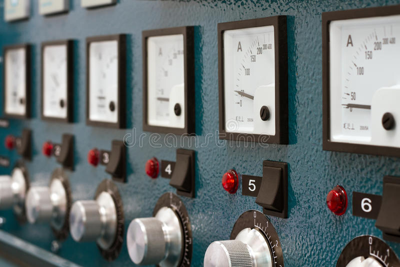 Unidad de control remoto para el tratamiento termal de juntas soldadas con autógena fotos de archivo
