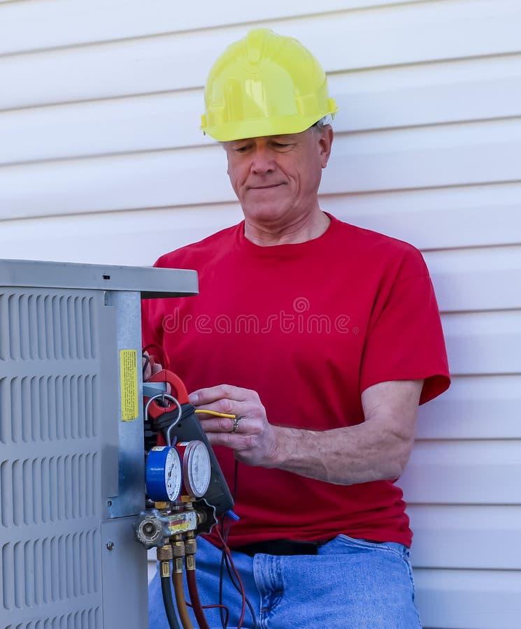 Unidad de la HVAC de Services del reparador del aire acondicionado imagen de archivo