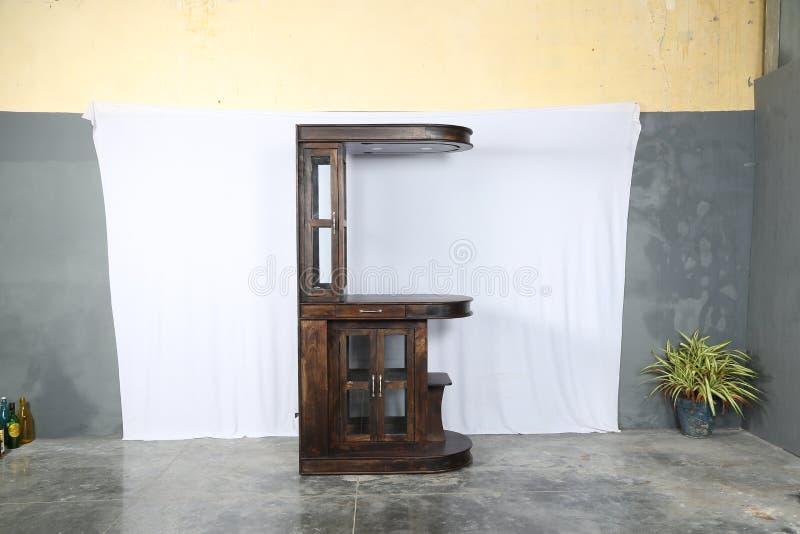 Unidad de madera sólida de la barra en teca provincial foto de archivo