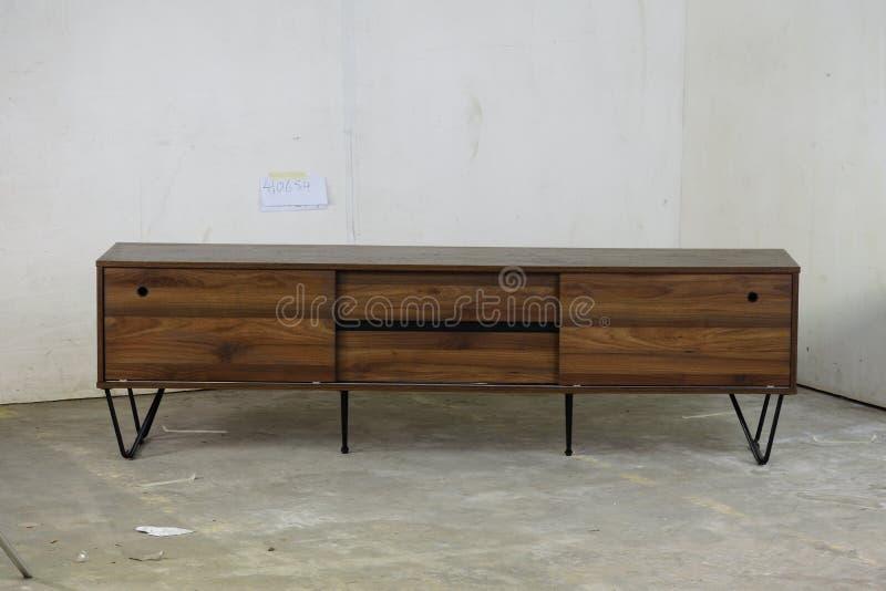 Unidad de madera sólida TV de Stanfield en teca provincial fotos de archivo
