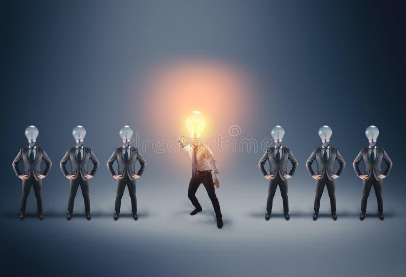 Unidad de negocio Hombre de negocios en postura de la lucha imagen de archivo libre de regalías