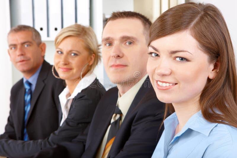 Unidad de negocio que se sienta en fila fotos de archivo