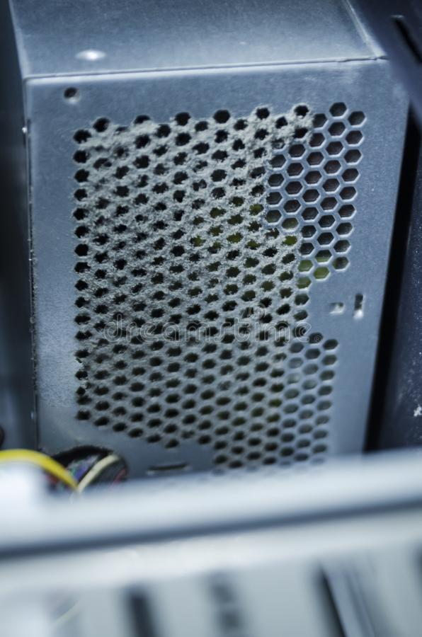 Unidade aberta da fonte de alimentação do computador com poeira fotografia de stock
