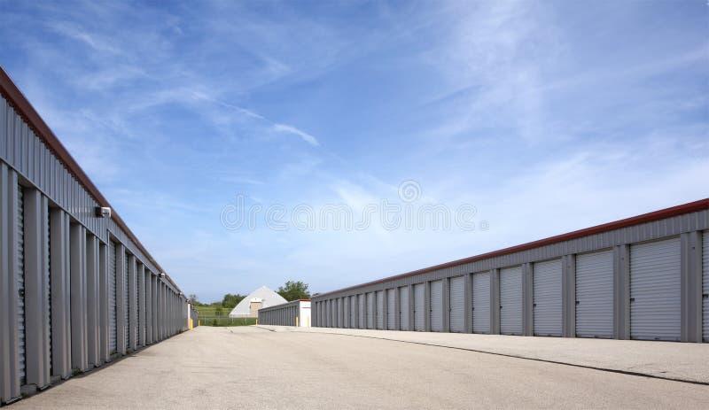 Unidades de almacenaje de alquiler comerciales imagenes de archivo