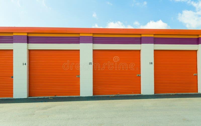 Unidades de armazenamento comerciais do auto foto de stock