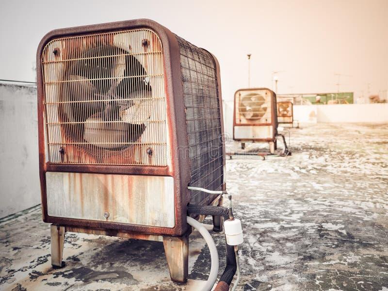 Unidades de máquina industriais resistentes oxidadas do compressor de ar do tamanho imagens de stock royalty free