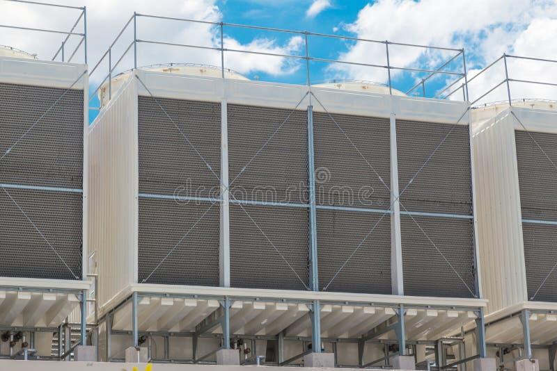 Unidades más grandes del tejado de los refrigeradores de agua de acondicionador de aire foto de archivo libre de regalías