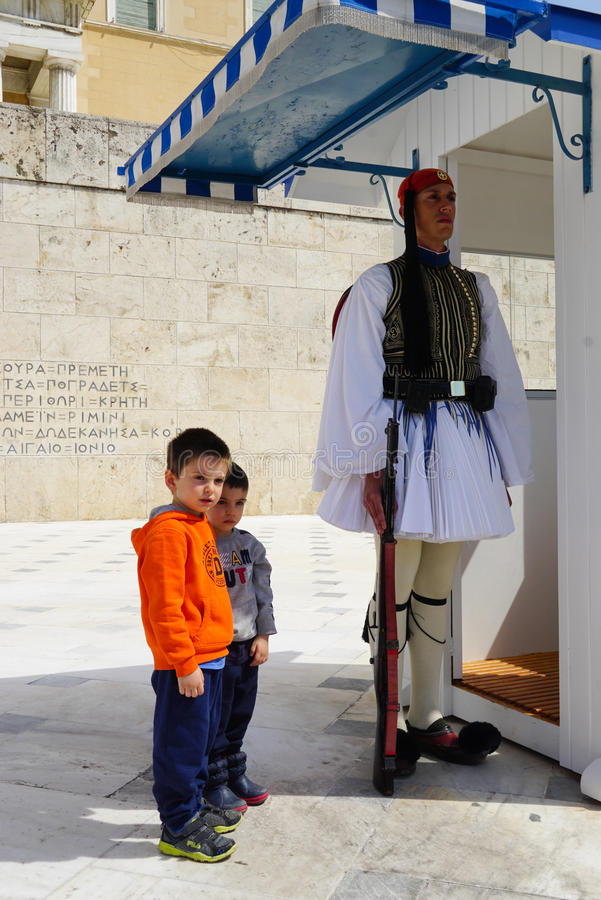 Unidentified boys taking pictures with Greek soldiers in Athens royalty free stock photos