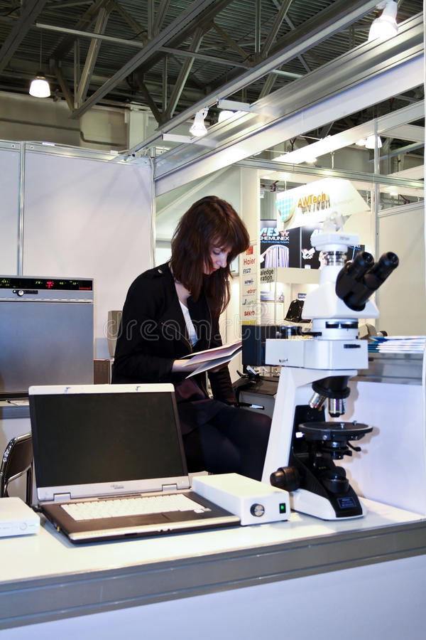 Download Unidentified Girl Reading Instruction Microscope Editorial Image - Image: 23983500