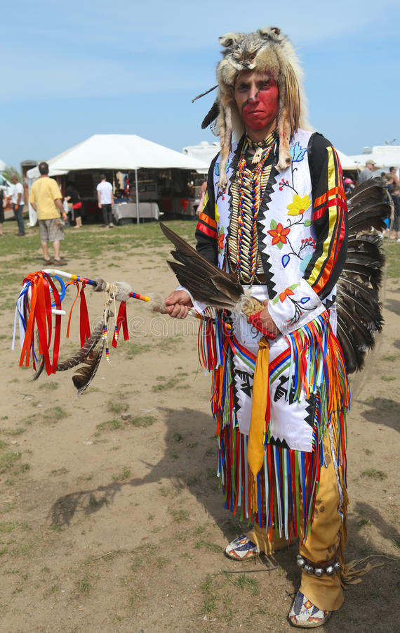 Unidentified Native American dancer at the NYC Pow Wow in Brooklyn. BROOKLYN, NEW YORK - JUNE 2:Unidentified Native American dancer at the NYC Pow Wow in royalty free stock photos