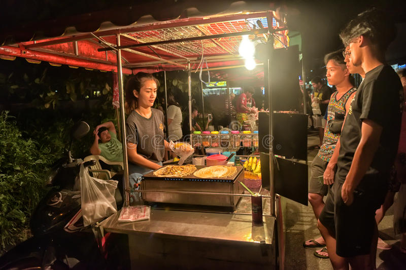 An unidentified Thai Man cooking Roti Mataba for sale traveller at street night market. stock images