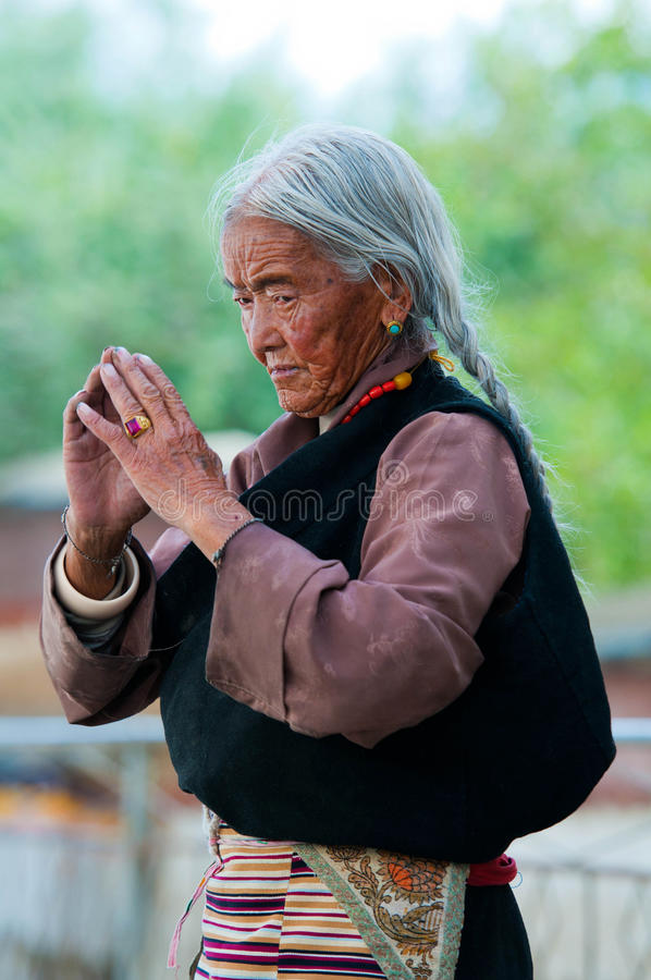 An unidentified Tibetan pilgrim royalty free stock photos