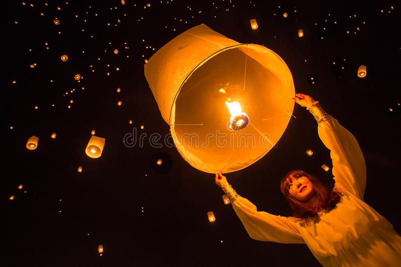 Unidentified woman release Khom Loi during Yi Peng festival. CHIANG MAI, THAILAND - NOVEMBER 8, 2014: Unidentified woman release Khom Loi, the sky lanterns stock image
