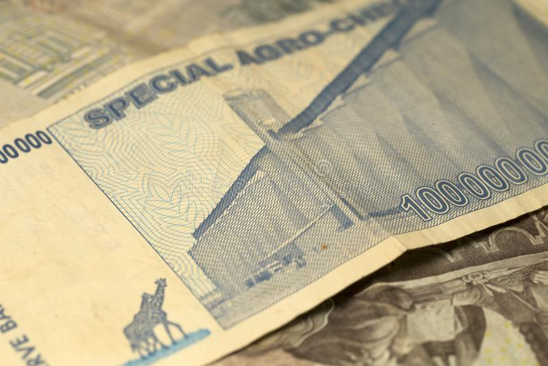 Uniek hyperinflation van Zimbabwe Bankbiljet honderd miljard Dollars in het Detail, 2008 royalty-vrije stock foto