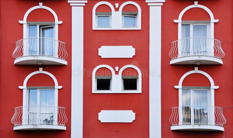 Uniek rood middenleeftijdenhuis royalty-vrije stock foto