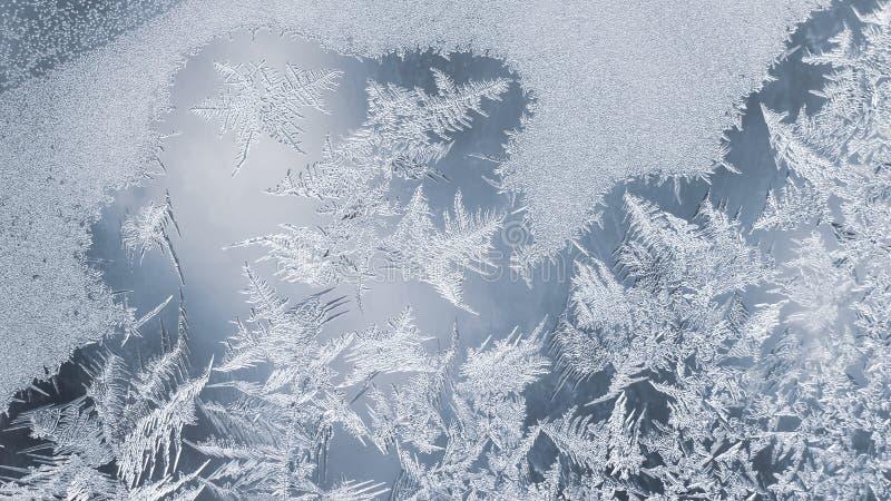 Unieke ijspatronen op vensterglas creativiteit van seizoengebonden aard royalty-vrije stock fotografie