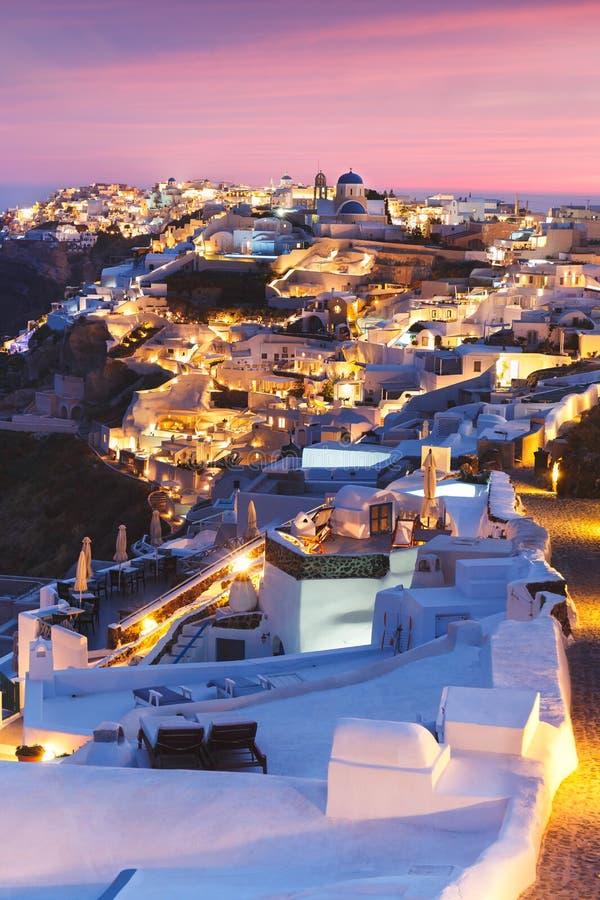 Unieke mening voor de zonsondergang over Oia, Santorini, Griekenland royalty-vrije stock afbeelding