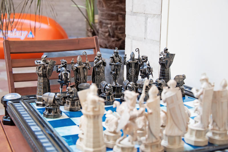 Unieke Met de hand gemaakte IjzerSchaakstukken stock afbeeldingen