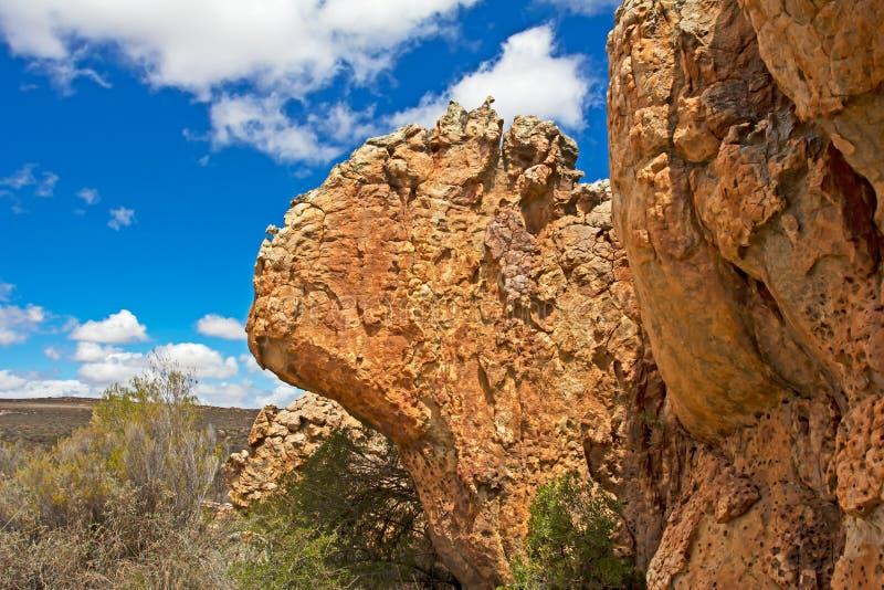 Unieke overhangende rots stock foto's