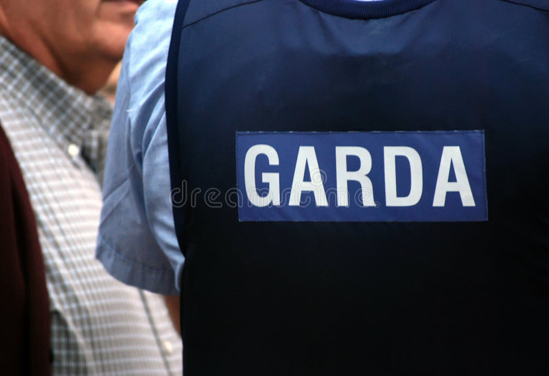 Uniforme irlandés GARDA de la policía imagenes de archivo