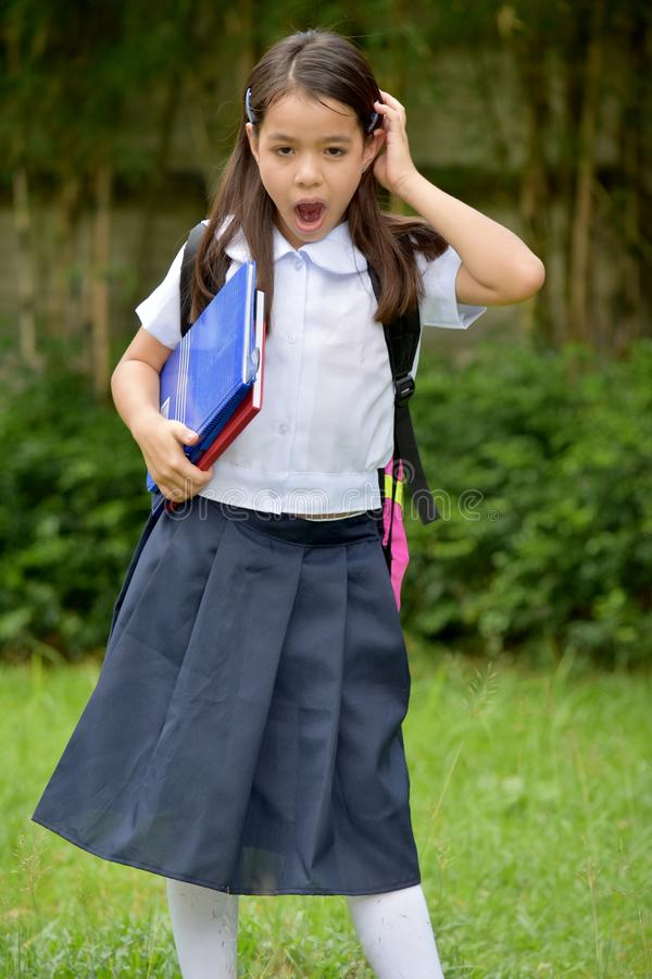 Uniforme que lleva de Child Under Stress del estudiante con los cuadernos imagen de archivo libre de regalías