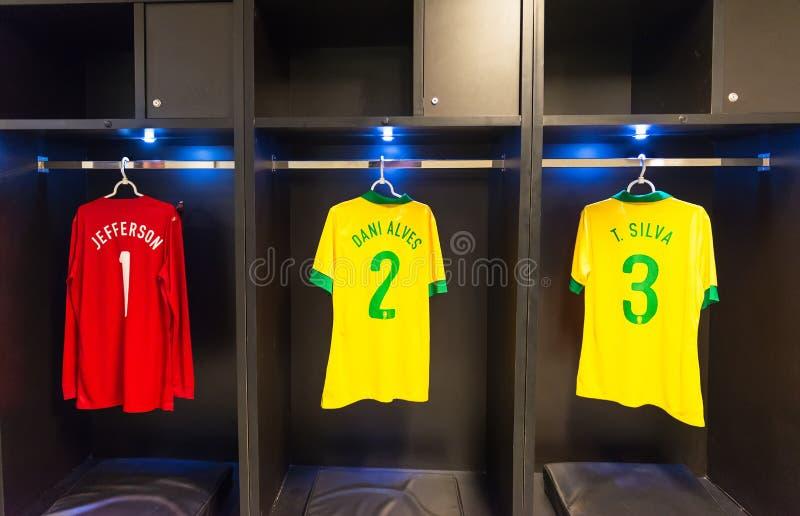 Uniformes de Dani Alves, Tiago Silva, Jefferson del equipo de fútbol nacional del Brasil, Rio de Janeiro foto de archivo libre de regalías