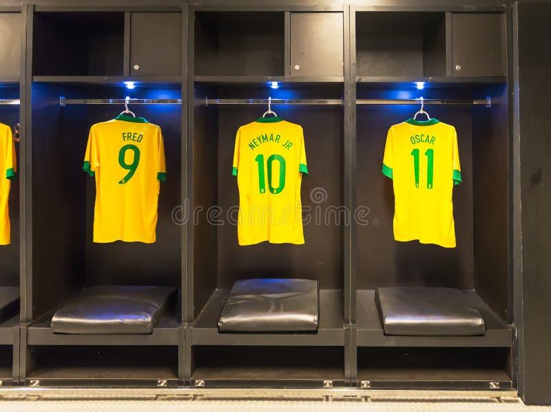 Uniformes de Neymar, Fred, Oscar da equipa de futebol nacional de Brasil, Rio de janeiro fotografia de stock royalty free