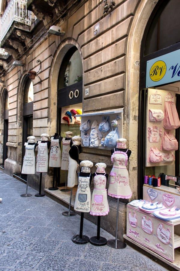 Uniformes e roupa do cozinheiro para crianças imagem de stock