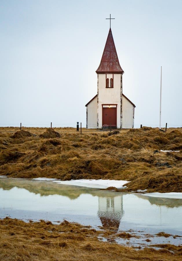 Unik antik isländsk landskyrka i nordvästliga Island royaltyfria bilder