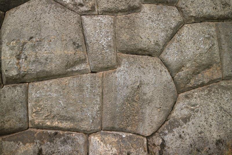 Unik stenhuggeriarbete av den forntida Inca Walls av den Sacsayhuaman citadellen, UNESCOvärldsarv i Cusco, Peru royaltyfria bilder
