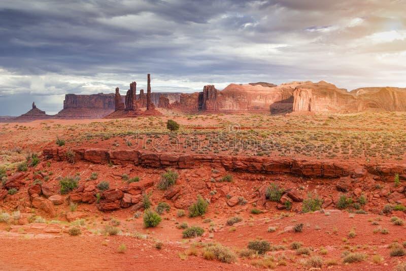 Unika Buttes i monumentdalen i den Utah staten, USA Ef solljus fotografering för bildbyråer