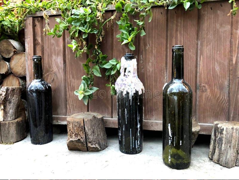 Unika foto Tomglas av vin med fulla minnen fotografering för bildbyråer