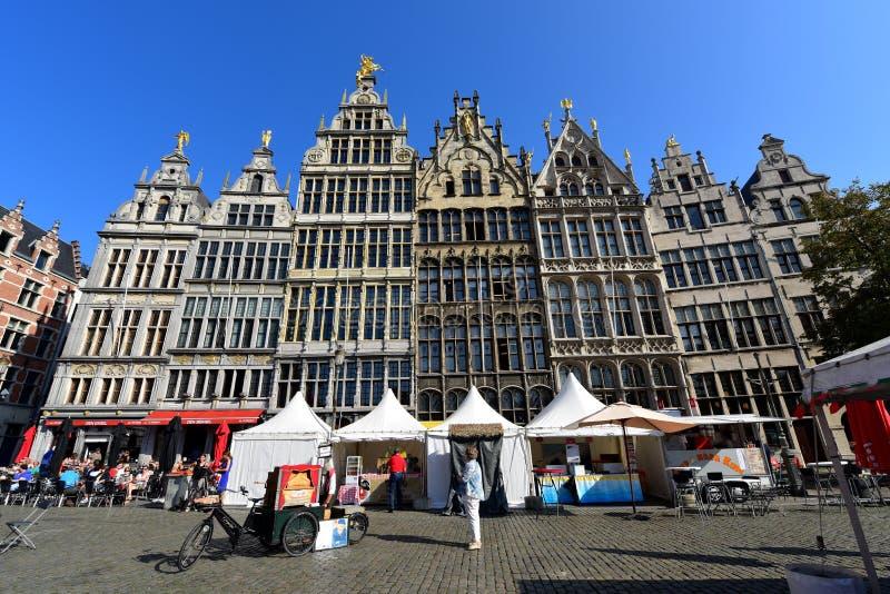 Unikalna fasada historyczni sklepów domy przy Grote Markt Antwerp zdjęcie stock