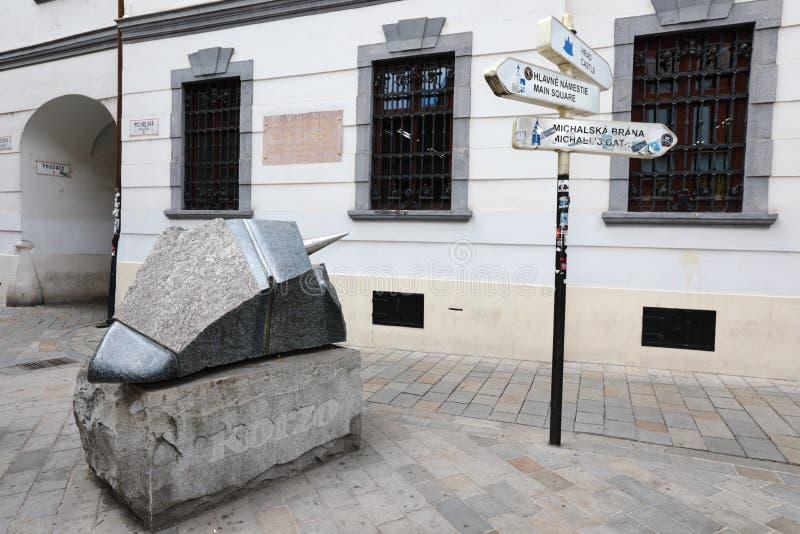 Unikalne ulicy stary Bratislava, fascynują urokiem, przytulnością i znakomitym piwem, zdjęcia royalty free