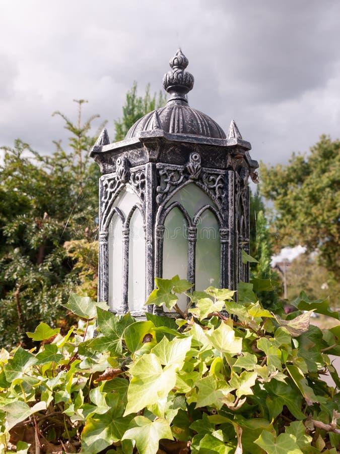 Unikalnej starej mody retro latarnia uliczna outside obraz royalty free