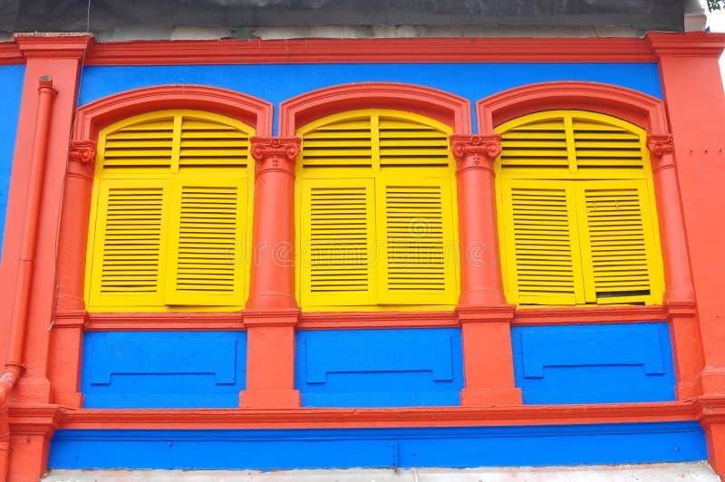 Download Unikalni Tradycyjni Kolorowi Okno W Małym India, Singapur Obraz Editorial - Obraz złożonej z równo, arkadowy: 106900005