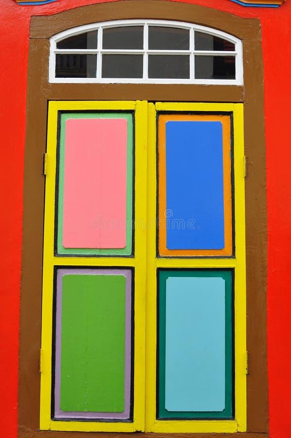 Download Unikalni Tradycyjni Kolorowi Okno W Małym India, Singapur Obraz Stock - Obraz złożonej z szczegółowy, menchie: 106900023