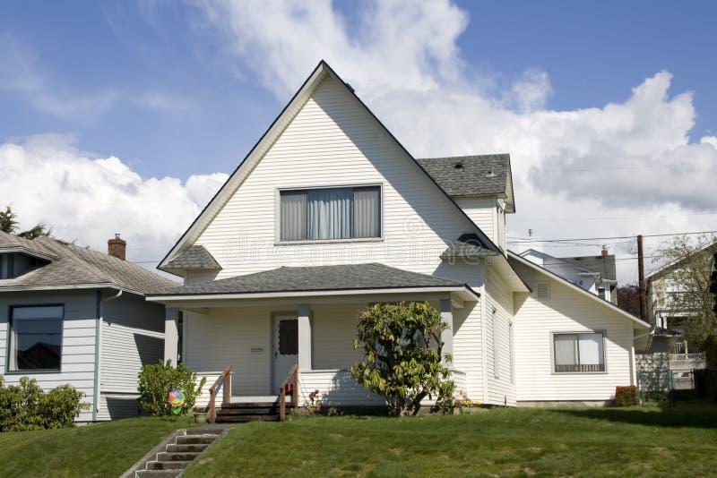 Unikalny bielu dom obraz stock