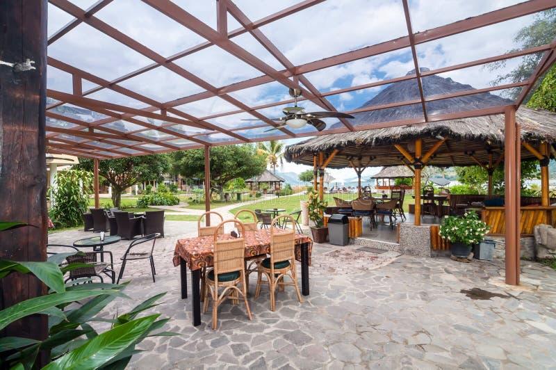Unikt och öppet utrymme som är restorant i norr Sumatra Indonesien arkivfoto