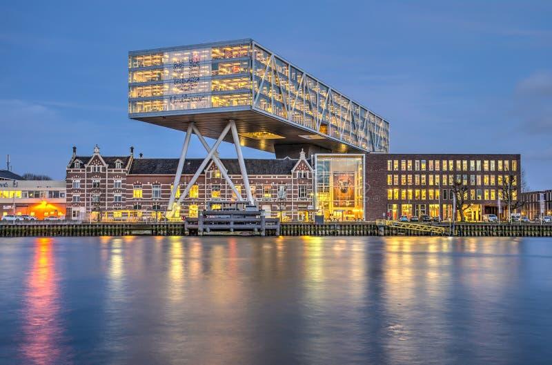 Unilever biuro w błękitnej godzinie zdjęcie royalty free