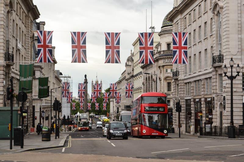 Union Jack marque la rue Londres de régent photographie stock libre de droits