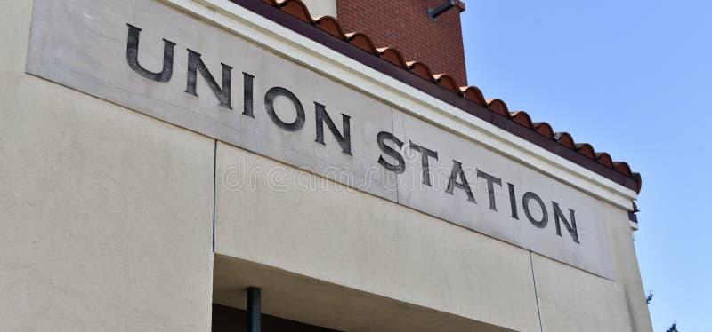 Unionstation som fångar en ritt via drevet, bussen, Uber eller Lyft arkivbilder